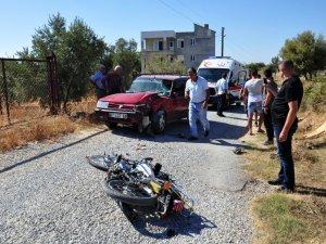 Manavgat'ta motosikletle otomobil çarpıştı