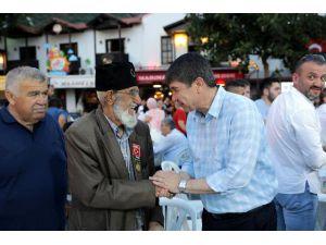 Başkan Türel Kaş'ta vatandaşlarla oruç açtı