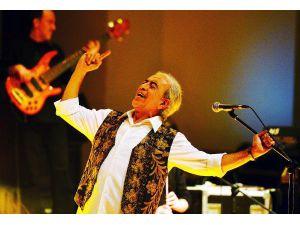 Edip Akbayram 45'inci sanat yılını kutluyor