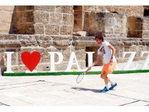 Tarihi Aspendos Antik Tiyatrosu'nda tenis gösterisi