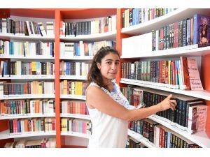 Konyaaltı Kütüphanesi'nde yoğun ilgi