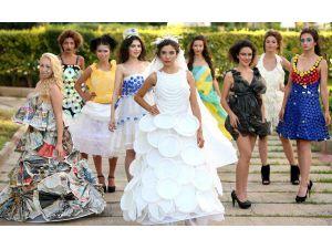 Çöpten elbiseler Türkiye'ye açılıyor