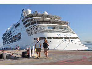 560 Amerikalı turist gemiyle Kuşadası'nda