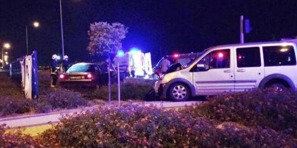 Otomobil ile hafif ticari araç çarpıştı: 1 ölü, 7 yaralı