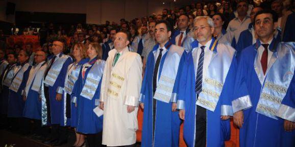 Akdeniz Üniversitesi lisansüstü mezuniyet töreni