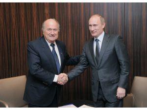 Putin, FİFA eski Başkanı Blatter ile görüştü