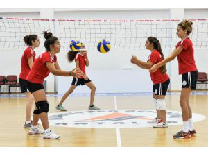 Muratpaşa'da yaz spor okulları başladı