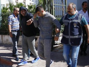 Kuryeyi döverek 35 bin 421 dolarını alan çete yakalandı