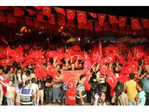 Diyarbakır 15 Temmuz'da 7'den 70'e meydandaydı