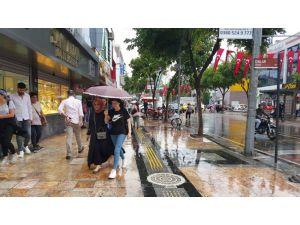 Düzce'de aşırı sıcaklardan sonra yağan yağmur serinletti