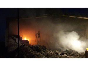 İplik fabrikasının deposunda yangın çıktı