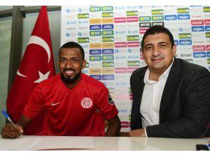 Antalyaspor Maicon İle 3 Yıllık Sözleşme İmzaladı