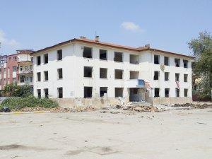 31 yıllık okul yıkılıyor