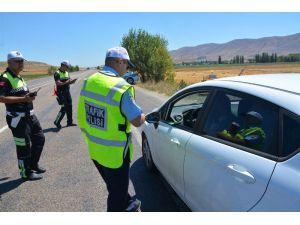 Polis ekiplerinden 'Huzurlu Bayram' uygulaması
