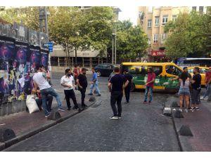 Beyoğlu'nda kadın turistler arasında kavga çıktı: 2 yaralı