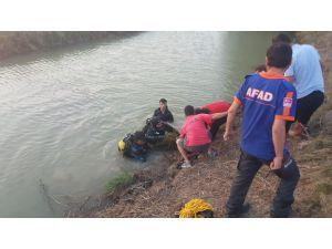Serinlemek için sulama kanalına giren çoban boğuldu