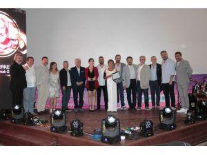 Türk Filmleri haftasına ünlüler akın etti... Gala'da ünlüler ödüllerine kavuştu