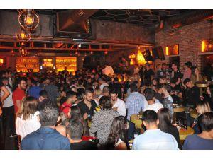 Alsancak'ta Görkemli Parti Sonrası Açılış