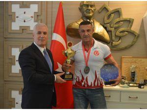 Dünya Şampiyonası Öncesi Bozbey'den Destek İstedi