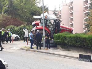 """Tbmm Yakınında """"Dur"""" İhtarına Uymayan Traktör Sürücüsü Ayağından Vurularak Durduruldu"""
