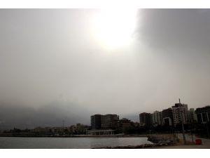 İskenderun Körfezi'ni Toz Bulutu Kapladı