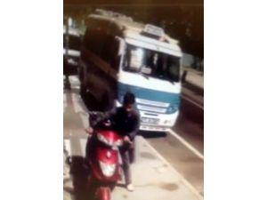 Hırsız Kameraları Fark Etmedi, Motosikleti Götürdü