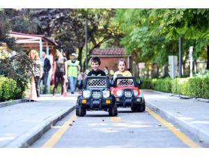 Miniklere Çocuk Trafik Eğitim Parkı'nda Eğlenceli Eğitim