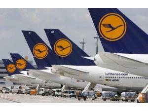 Lufthansa'da Günde 60 Uçuş İptal Ediliyor