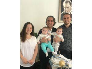 Rahim Kanserine Rağmen İkiz Bebek Doğurdu