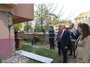 Bozbey Kirişleri Çatlayan Apartmanı İnceledi