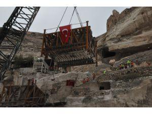 Hasankeyf'te 600 Yıllık Kale Kapısının İkinci Kısmı Da Taşındı