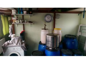 Evin Mutfağını Sahte İçki İmalathanesine Çevirdi