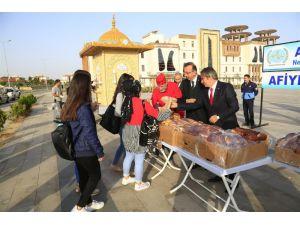 Belediye Başkanı Seçen, Rektör Bağlı İle Birlikte Öğrencilere Süt Ve Poğaça Dağıttı