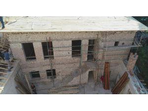 Manisa'da Tarihi Bina Gün Yüzüne Çıktı