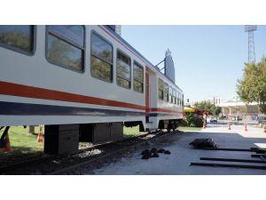 Karayolundan Tren Geçti