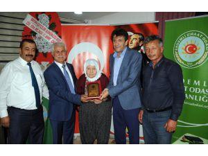 Erdemli Ziraat Odası'ndan En Yaşlı Kadın Çiftçilere Plaket