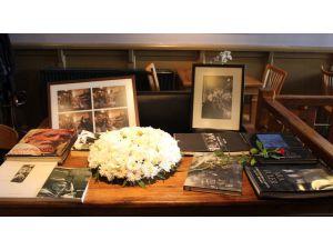 Ara Güler, Kafe Ara'da Çiçeklerle Anıldı