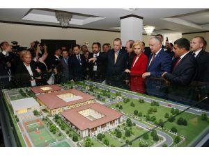Cumhurbaşkanın Eşi Emine Erdoğan, Tika'nın Açtığı Huzurevini Ziyaret Etti