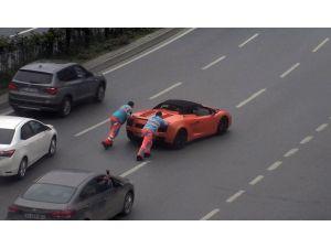 Lamborghini Yolda Kaldı, Yardımına İbb İşçileri Yetişti