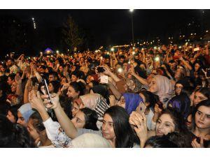 Şarkıcı Selçuk Balcı Ve Buray Hoşsöz Diyarbakırlıları Coşturdu