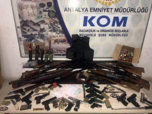 Antalya Merkezli Dört İlde Yapılan Eş Zamanlı Operasyonla Organize Suç Örgütü Çökertildi