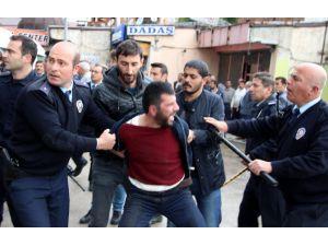 Erzurum'da İki Grup Arasında Bıçaklı Kavga: 3 Yaralı