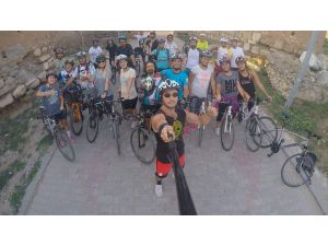 İznik'li Bisikletçiler 400 Kilometre Pedal Sürüp Anıtkabir Ve Beştepe'ye Çıkarma Yapacak