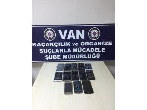 Van'da 13 Adet Kaçak Telefon Ele Geçirildi