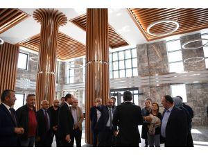 Başkan Üzülmez, Yeniz Hizmet Binasını İnceledi