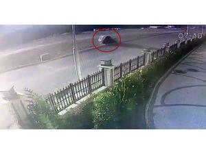 Başakşehir'de Kontrolden Çıkan Araç Yan Yattı, O Anlar Kamerada