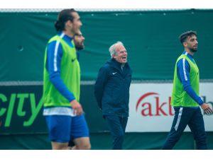 """Mustafa Denizli: """"İyi Başlangıcımızı Akhisarspor Maçıyla Devam Ettirmek İstiyoruz"""""""