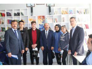 Kitap Kurdu Öğrenciler Ödüllendirildi