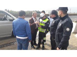 Kaymakam Sarılı, Polis Kontrol Noktasında İncelemelerde Bulundu