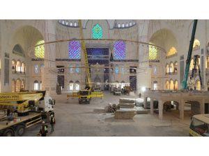 Çamlıca Camii'ne Devasa Avizenin Yerleştirilmesi Drone İle Görüntülendi